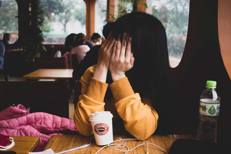 Ein Mädchen voller Schüchternheit