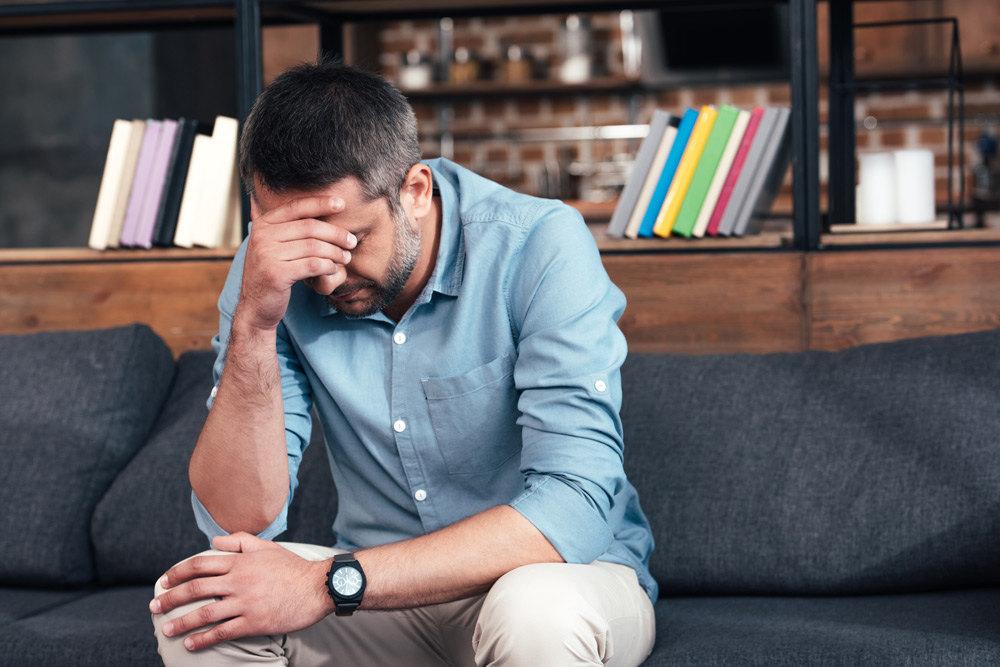 trauriger Mann in der Midlife-Crisis
