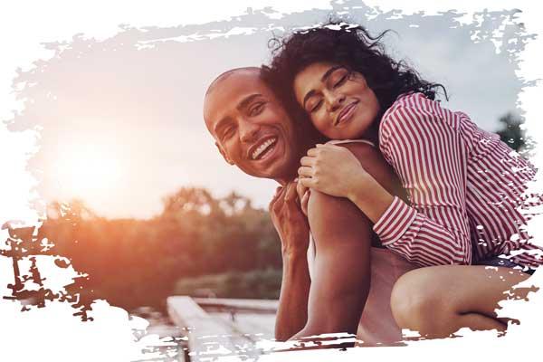 glückliche Paare sind glücklich